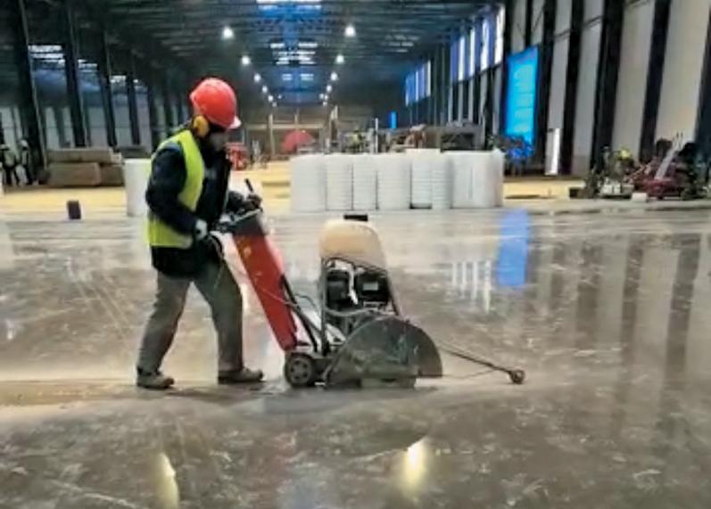 Сложности и решения производства бетонных полов с упроченным верхним слоем