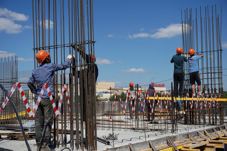 Правительство России запретило малому бизнесу набирать мигрантов на стройки